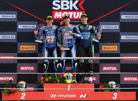 Supersport 300: Cose bellissime in quel di Donington Park